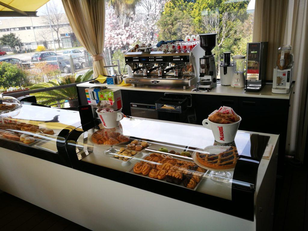 Arredamento bar ristoranti pizzerie attrezzature for Arredamento bar milano
